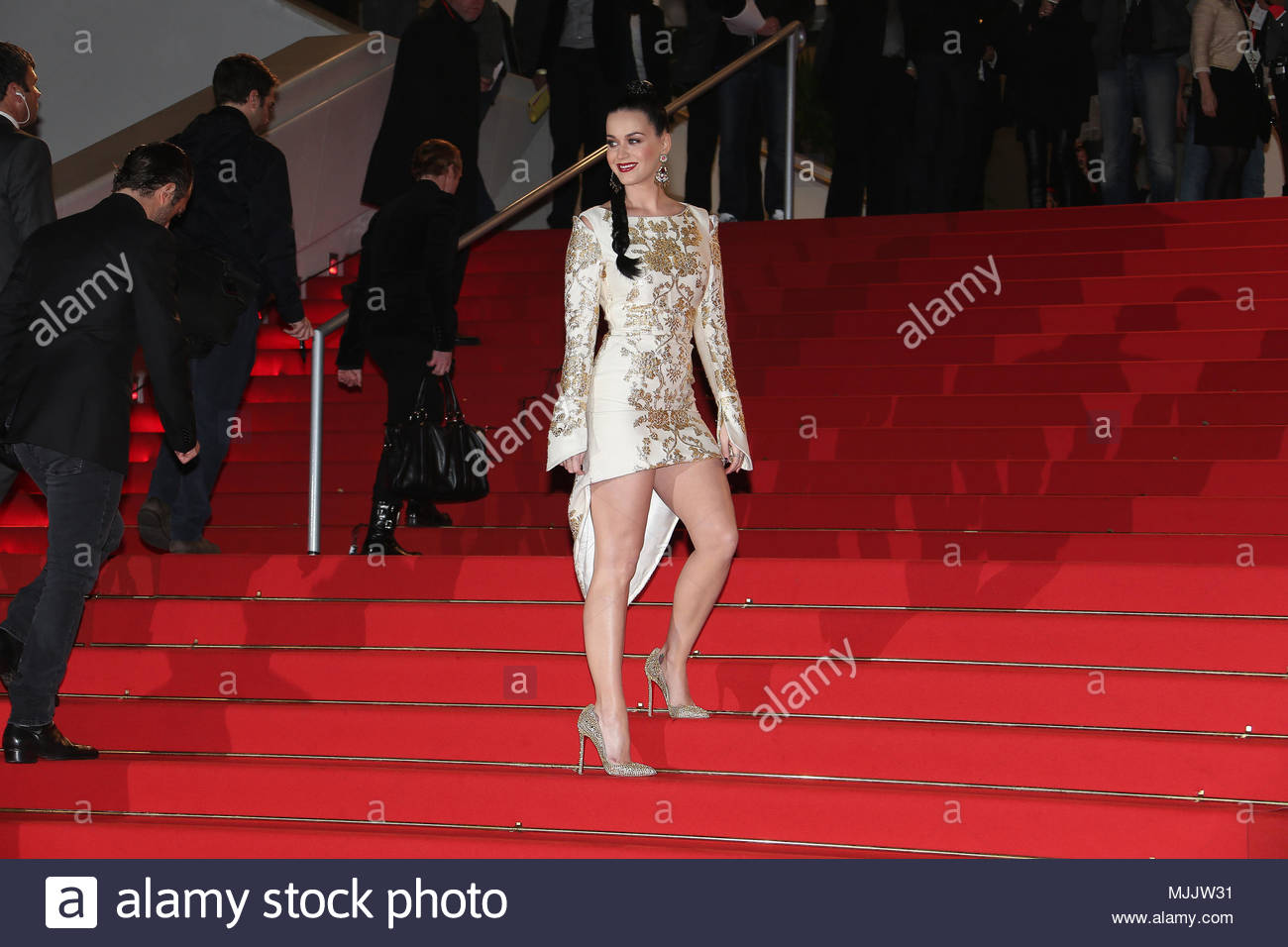 katy perry nrj awards 2013 tapis rouge pour toute arriv e le 14 d cembre 2013 banque d 39 images. Black Bedroom Furniture Sets. Home Design Ideas