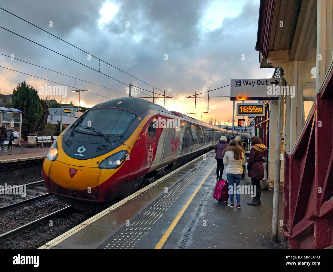 GoTonysmith,@HotpixUK,train,arrives,arriving,rail,sunset,sunrise,at,city,platform,town,north,Lanarkshire,evening,UK,GB,passenger,passengers,dramatic,tilting,tilting