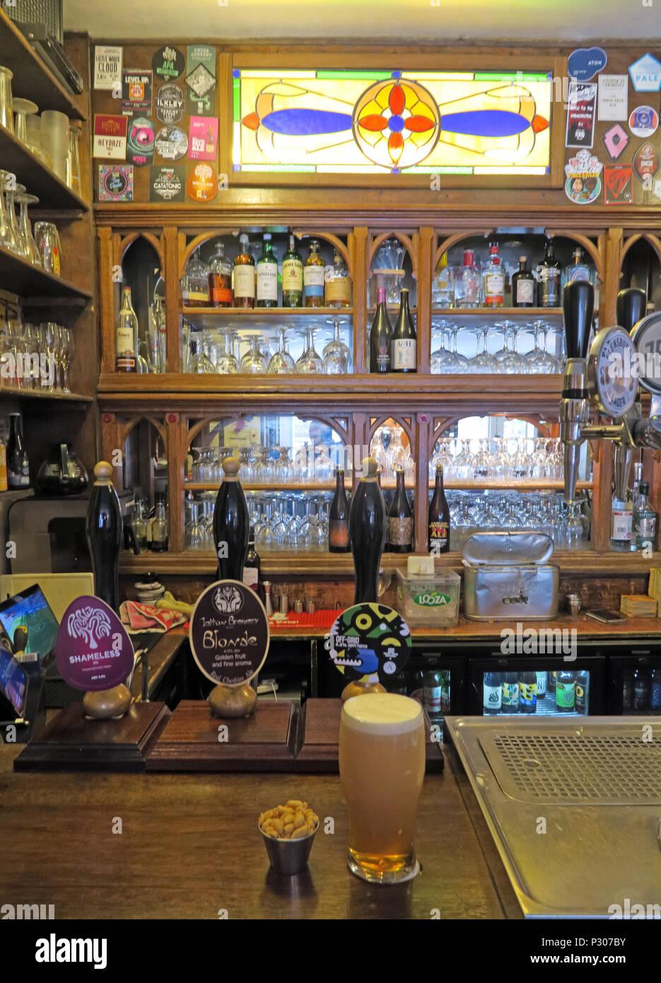 GoTonysmith,@HotpixUK,Trafford,Cheshire,shopping,retail,bar,ale,beer,CAMRA,pumps,tap,taps,pint,inside,interior,Altrincham,North