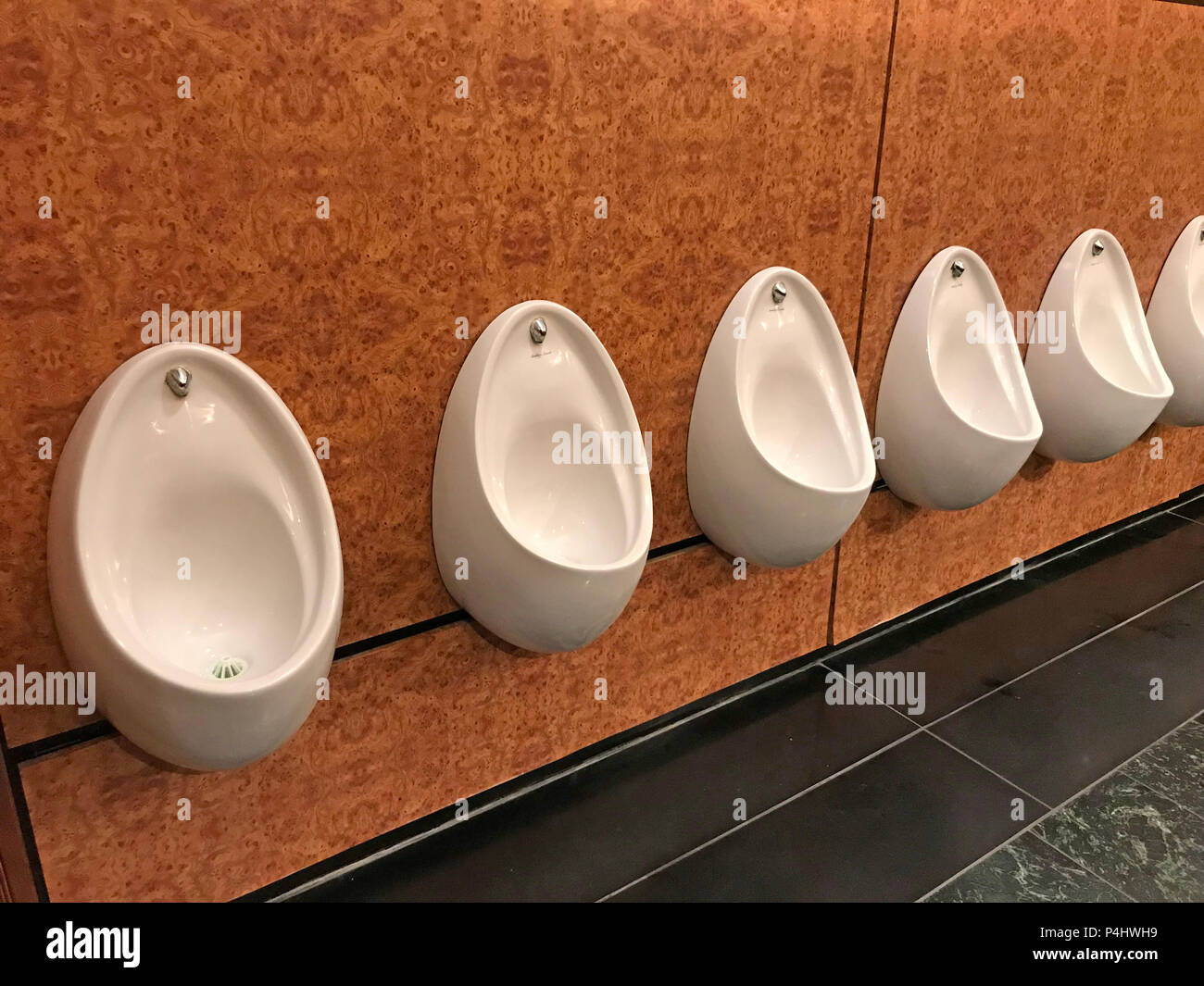 GoTonySmith,@HotpixUK,toilet,toilets,urinals,WC,line,of,leeds,fixture,for,pisspot,piss,pissing,waterless,water-less,sensor-operated,sensor