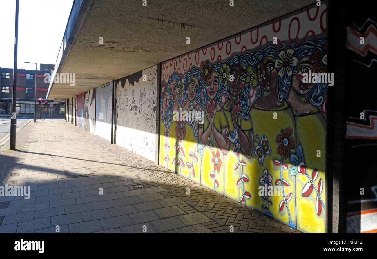 @HotpixUK,GoTonySmith,empty,deserted,shop