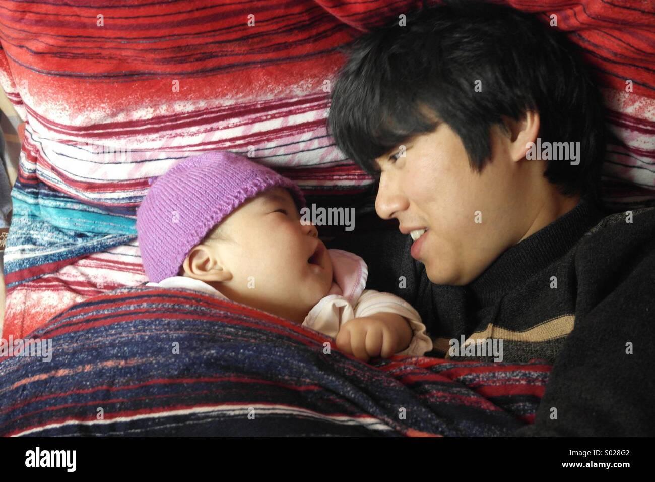 Père et fils d'Asie,6 mois bébé Photo Stock