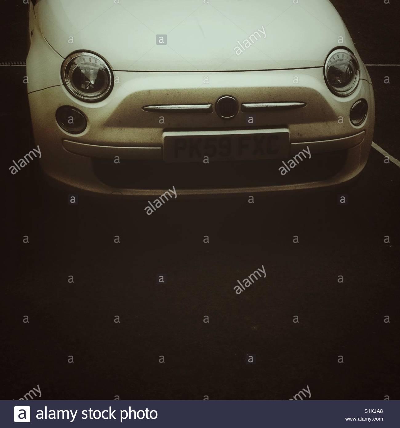 Close up avant de Fiat 500 voiture avec copie espace Photo Stock