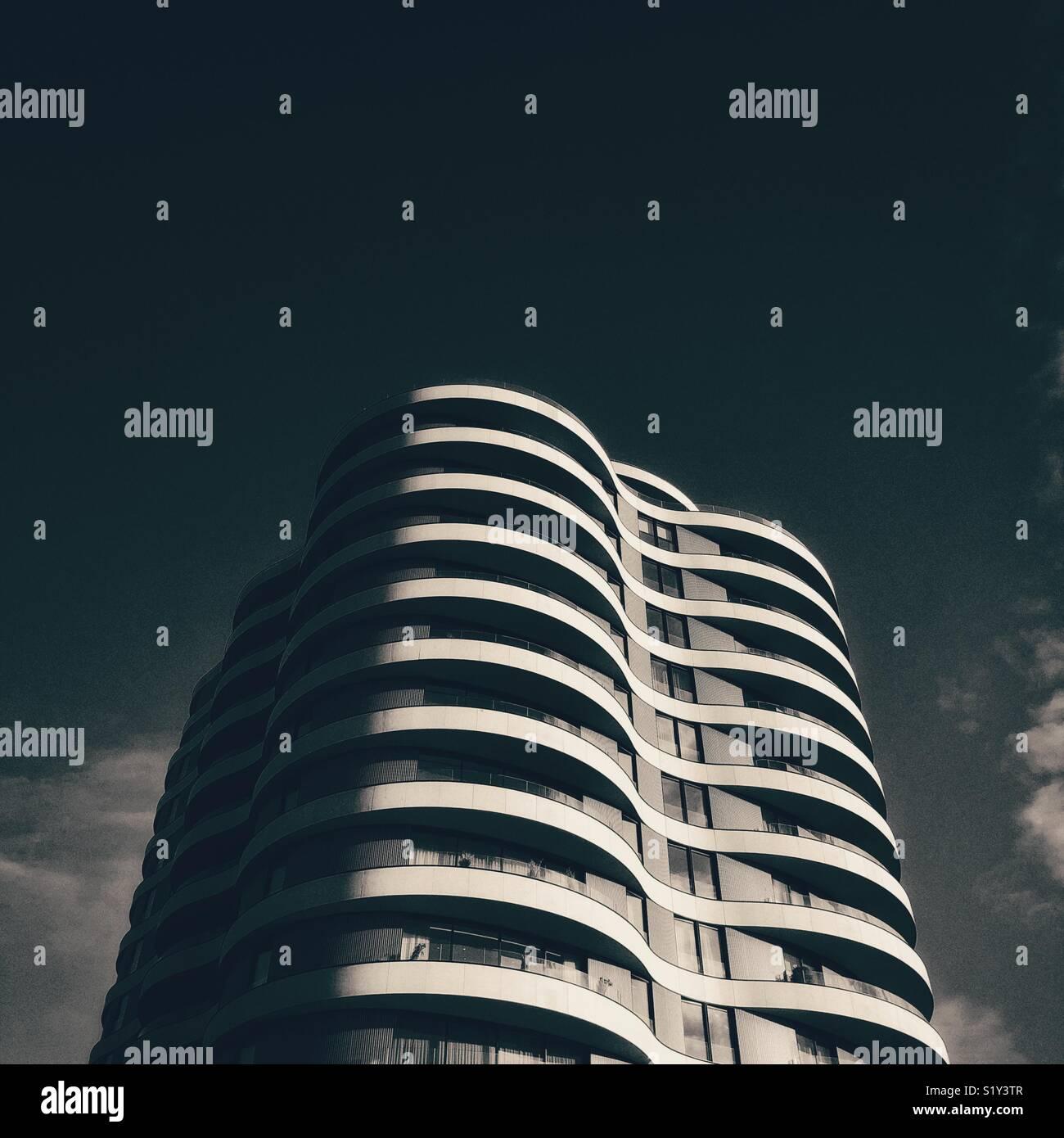 Tour urbain contemporain ondulées Photo Stock