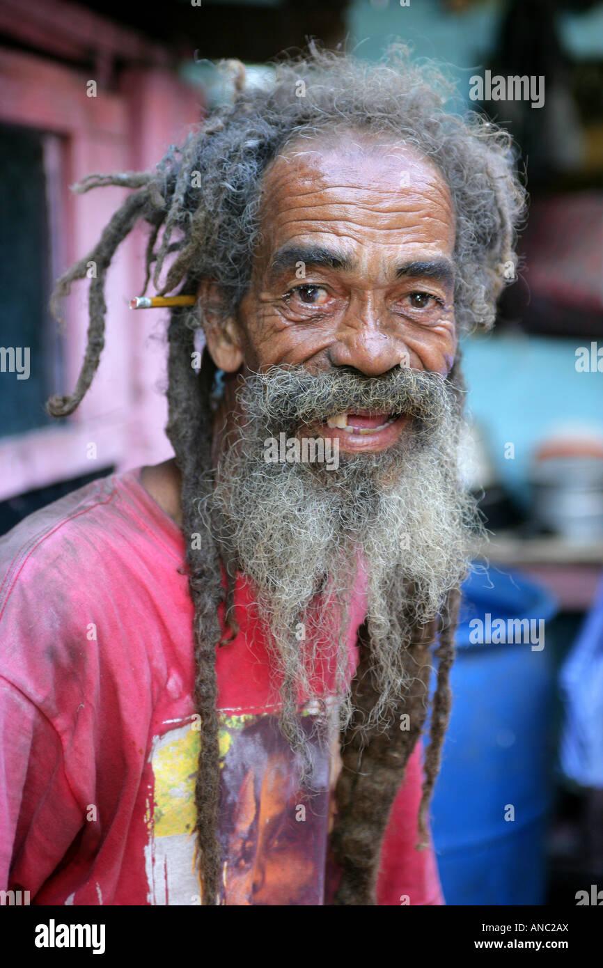 Vecchio rastaman con Dreadlocks, Kingston, Giamaica Foto Stock