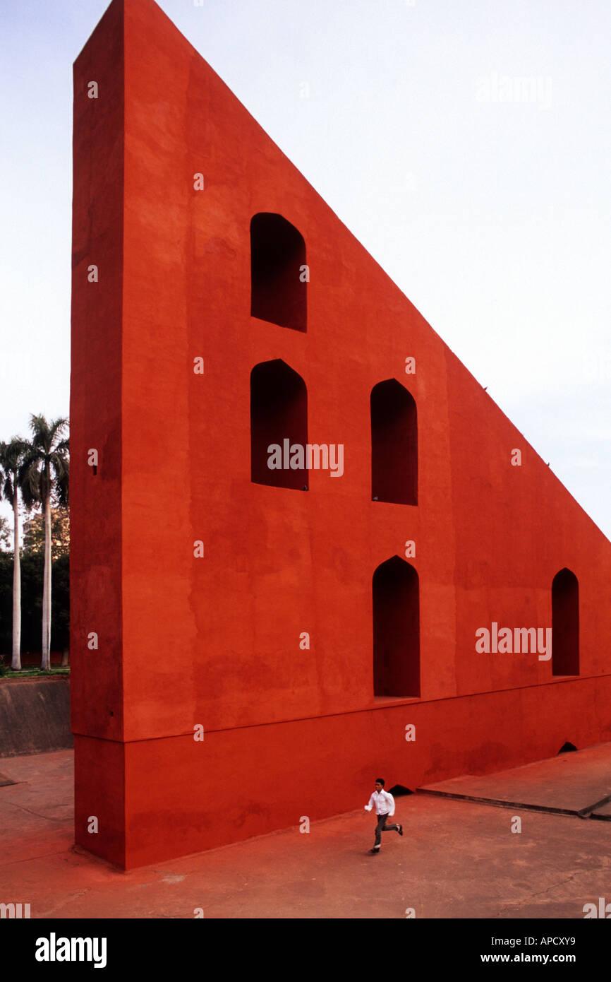 Meridiana gigante, Samrat Yantra a Jantar Mantar antico osservatorio di Delhi, India Immagini Stock