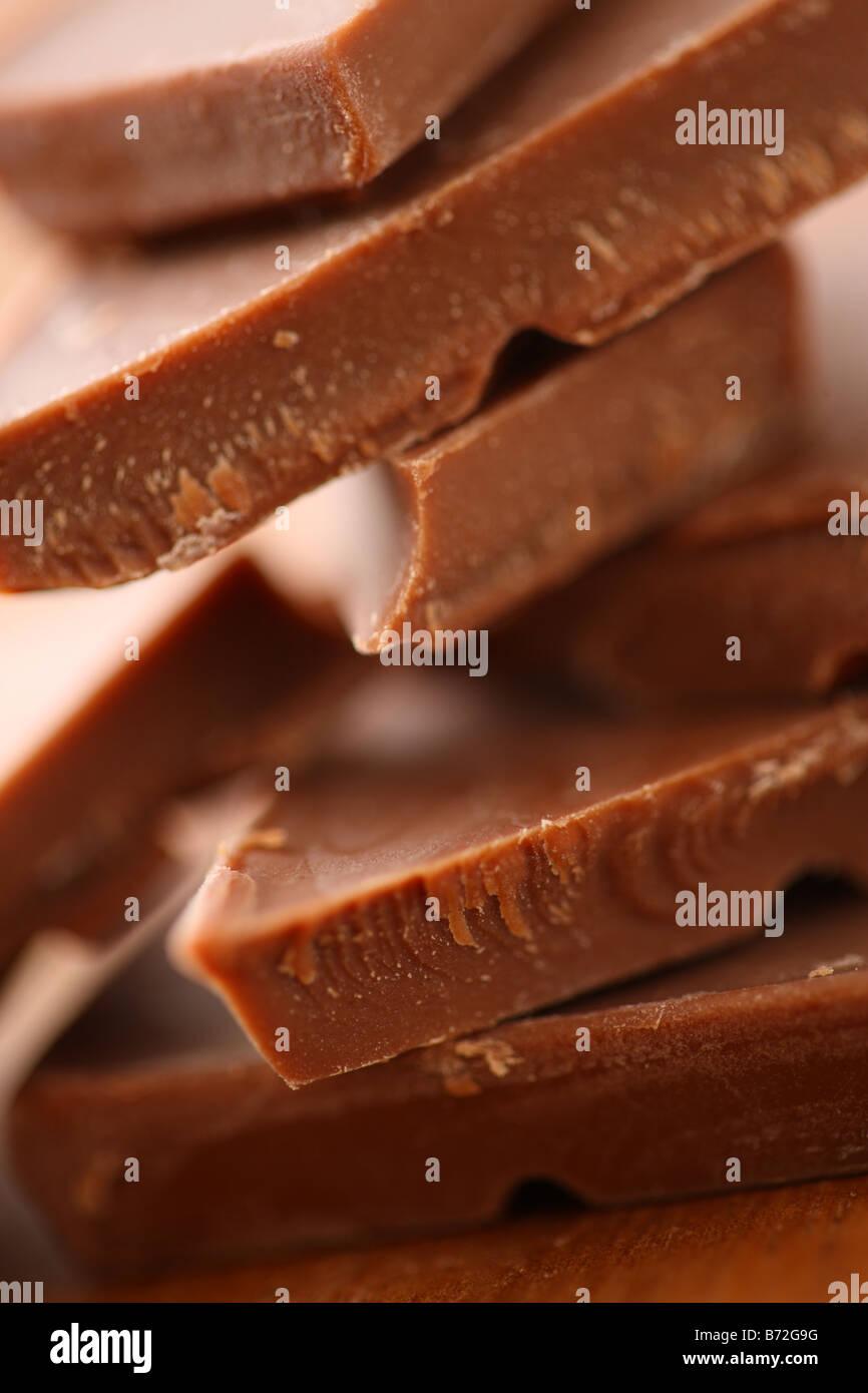 Aggiungete pezzetti di cioccolato il fuoco selettivo Immagini Stock