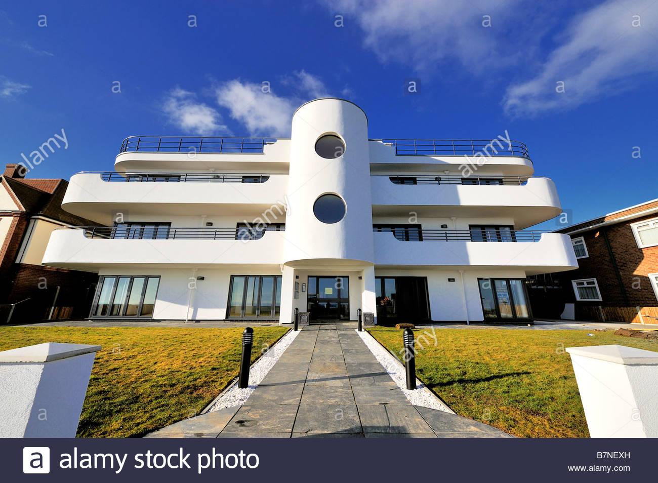 Un nuovo blocco di appartamenti a Frinton on-mare costruito in stile Art Deco Immagini Stock