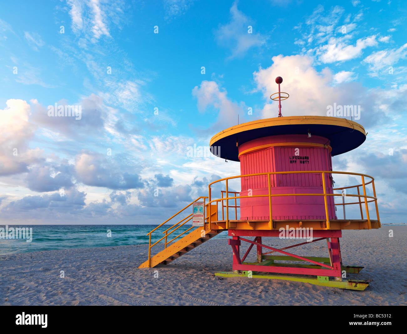 Di stile Art Deco stazione bagnino sulla spiaggia di South Beach Miami a sunrise Immagini Stock