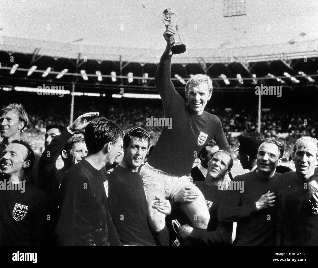 Finale di coppa del mondo di luglio 1966 allo Stadio di Wembley Inghilterra 4 v Germania Ovest 2 dopo un tempo supplementare Immagini Stock