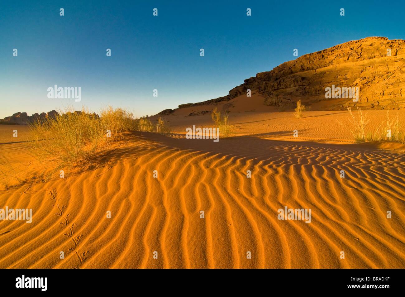L'incantevole paesaggio offerto dal deserto di Wadi Rum, Giordania, Medio Oriente Immagini Stock