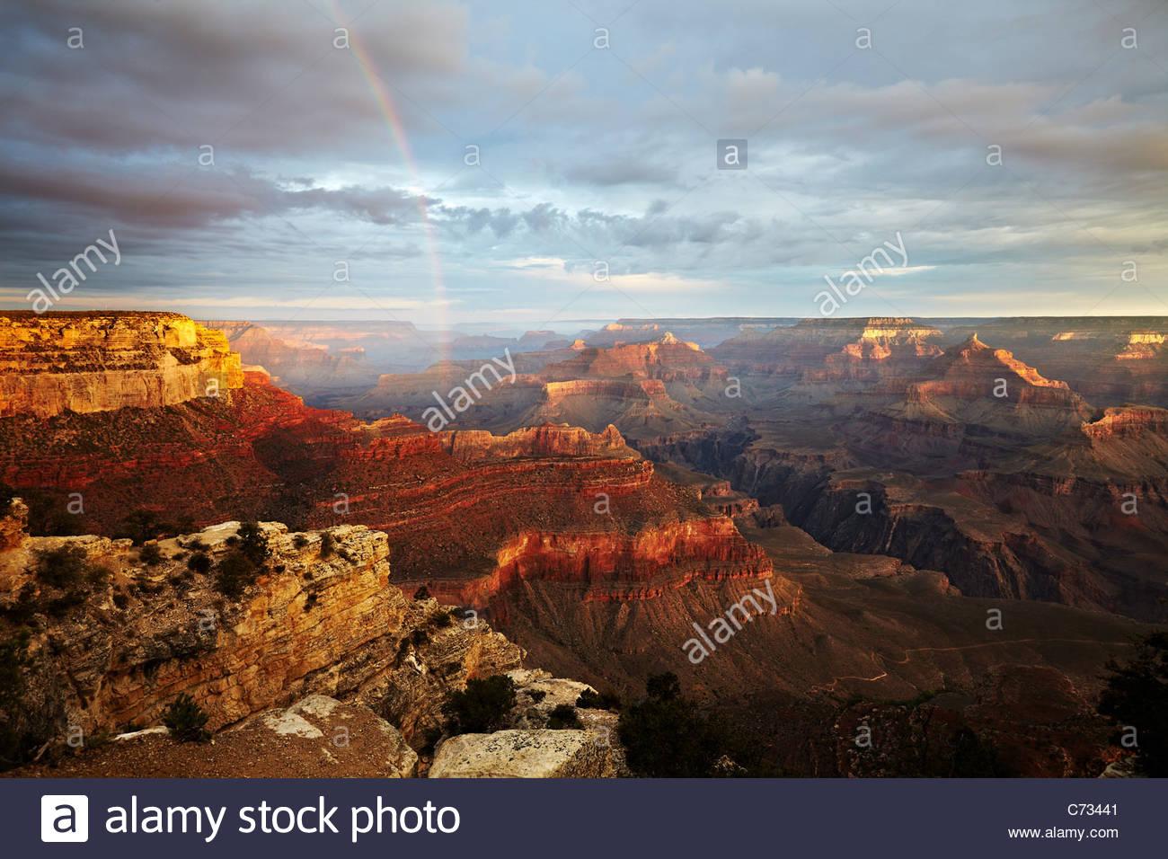 Il sorgere del sole e la luce del mattino e rainbow attraverso il Grand Canyon, Arizona, Stati Uniti d'America Immagini Stock