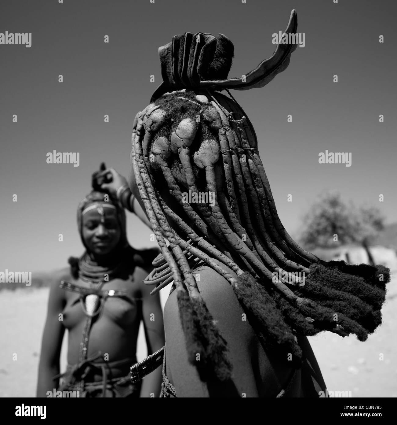Le donne himba, Angola Immagini Stock