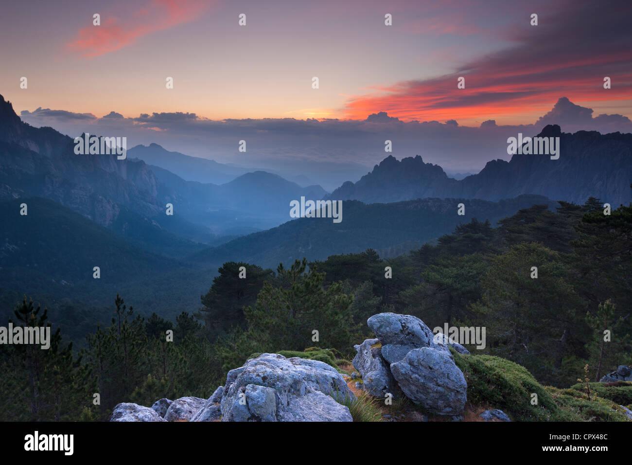 Il Col de Bavella all'alba, montagne di Bavella, Corsica, Francia Immagini Stock