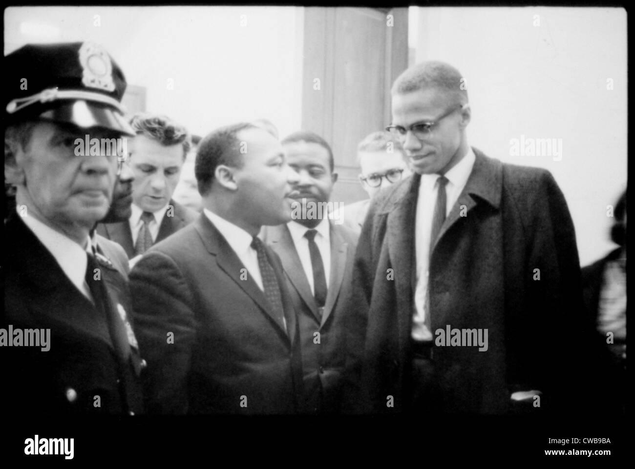 Martin Luther King Jr., e Malcolm X, in attesa di una conferenza stampa, 1964. Immagini Stock