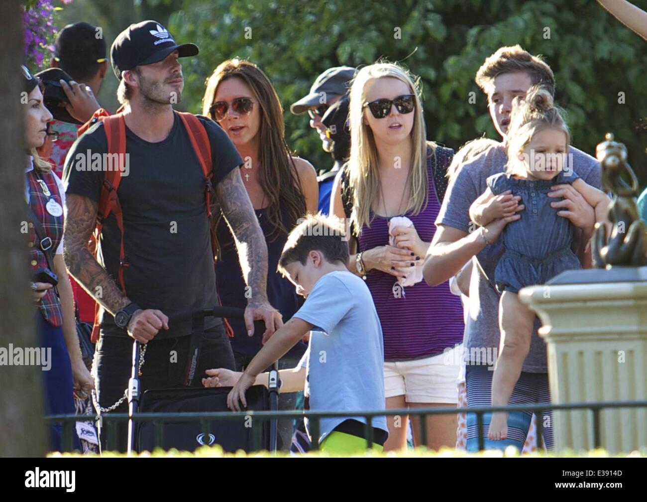 David e Victoria Beckham trascorrere del tempo di qualità con i loro bambini a Disneyland. La famosa famiglia Immagini Stock