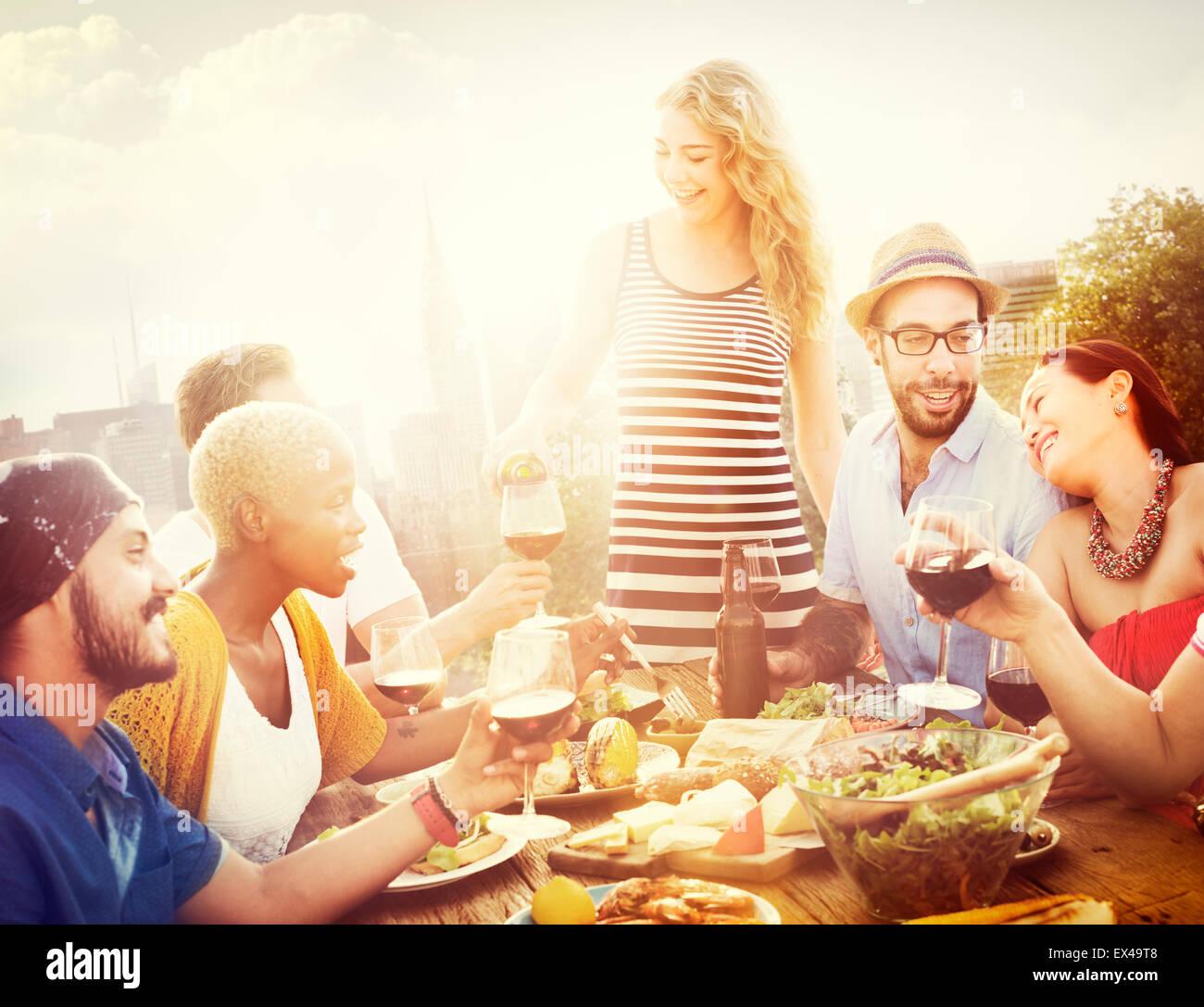 Amico amicizia celebrazione pranzo appendere fuori Concept Immagini Stock