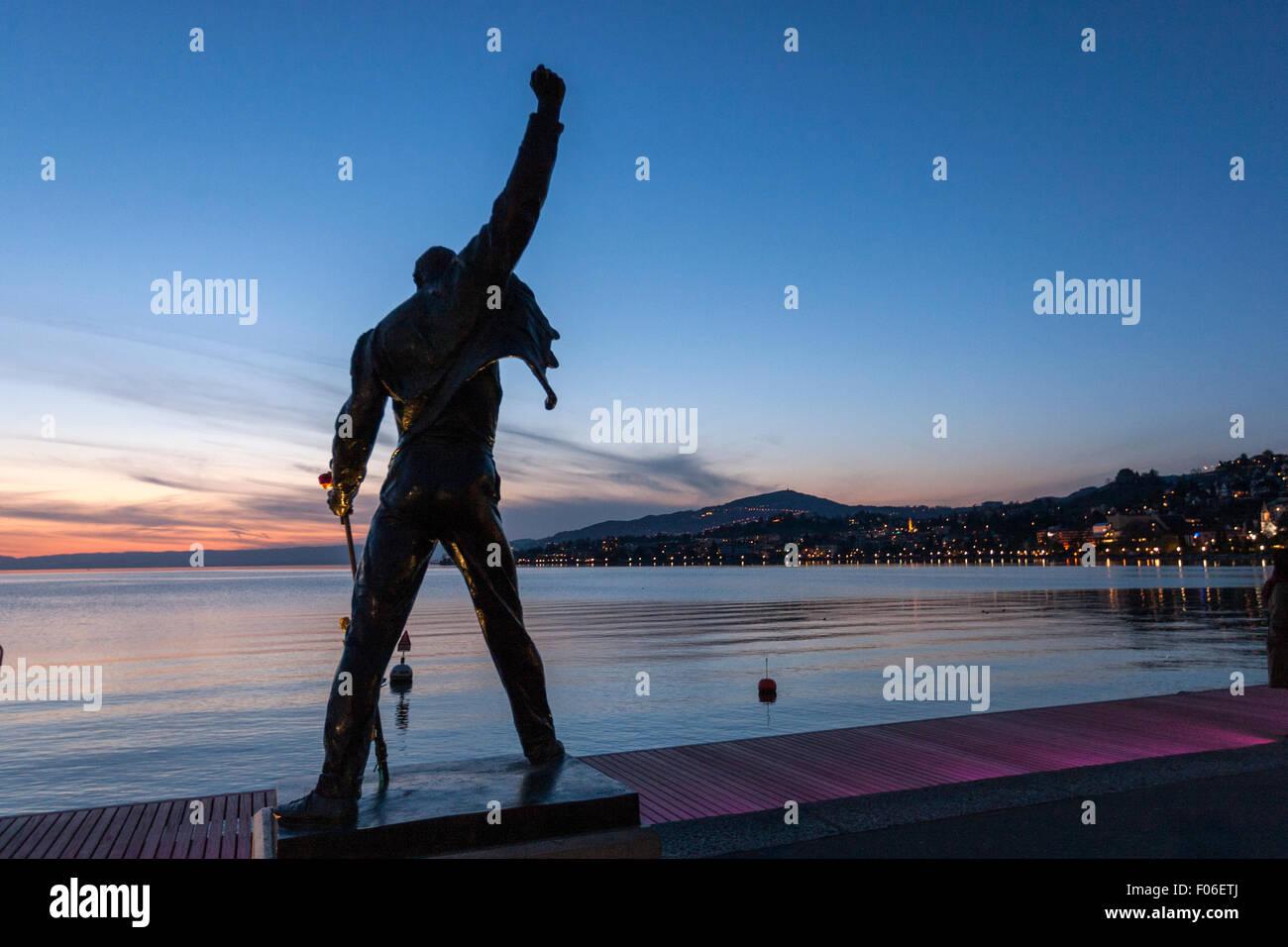 freddie-mercury-statua-dall-artista-ceco