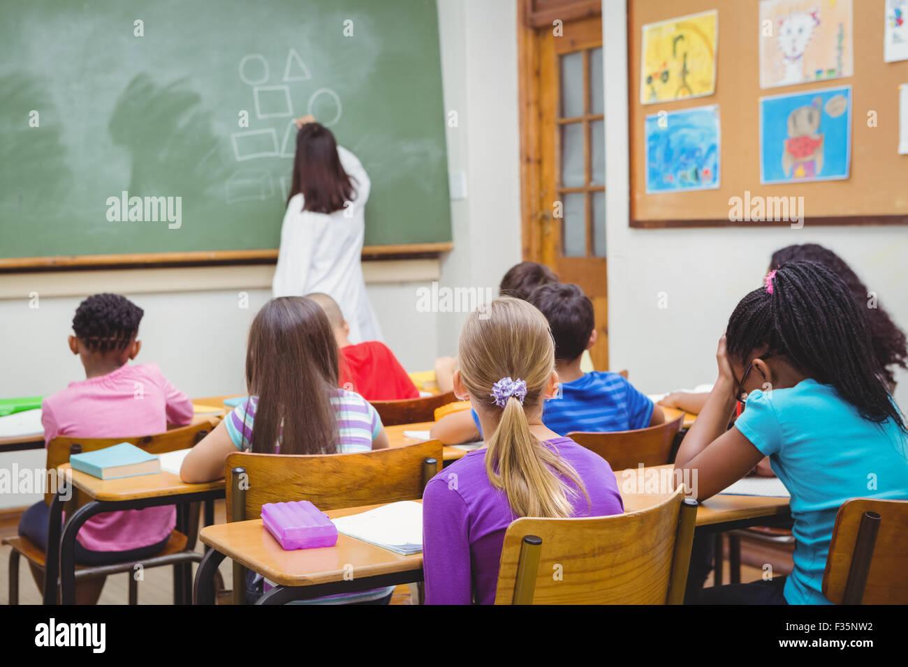 Gli studenti prestando attenzione al docente Immagini Stock