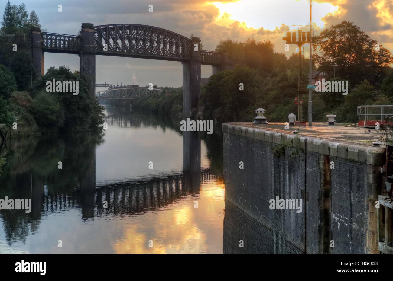 sun,set,sunset,evening,in,scenic,bridge,railway,trans-pennine,trail,transpennine,trail,water,reflection,WBC,cloud,sky,morning,lock,locks,London