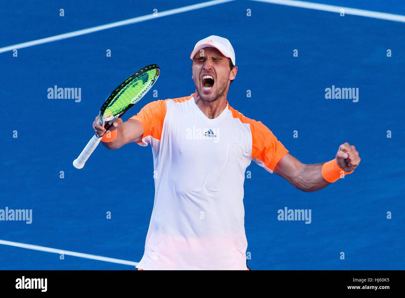 Mischa Zverev della Germania ousts numero uno al mondo Andy Murray durante il 2017 Tennis Open di Australia a Melbourne Immagini Stock