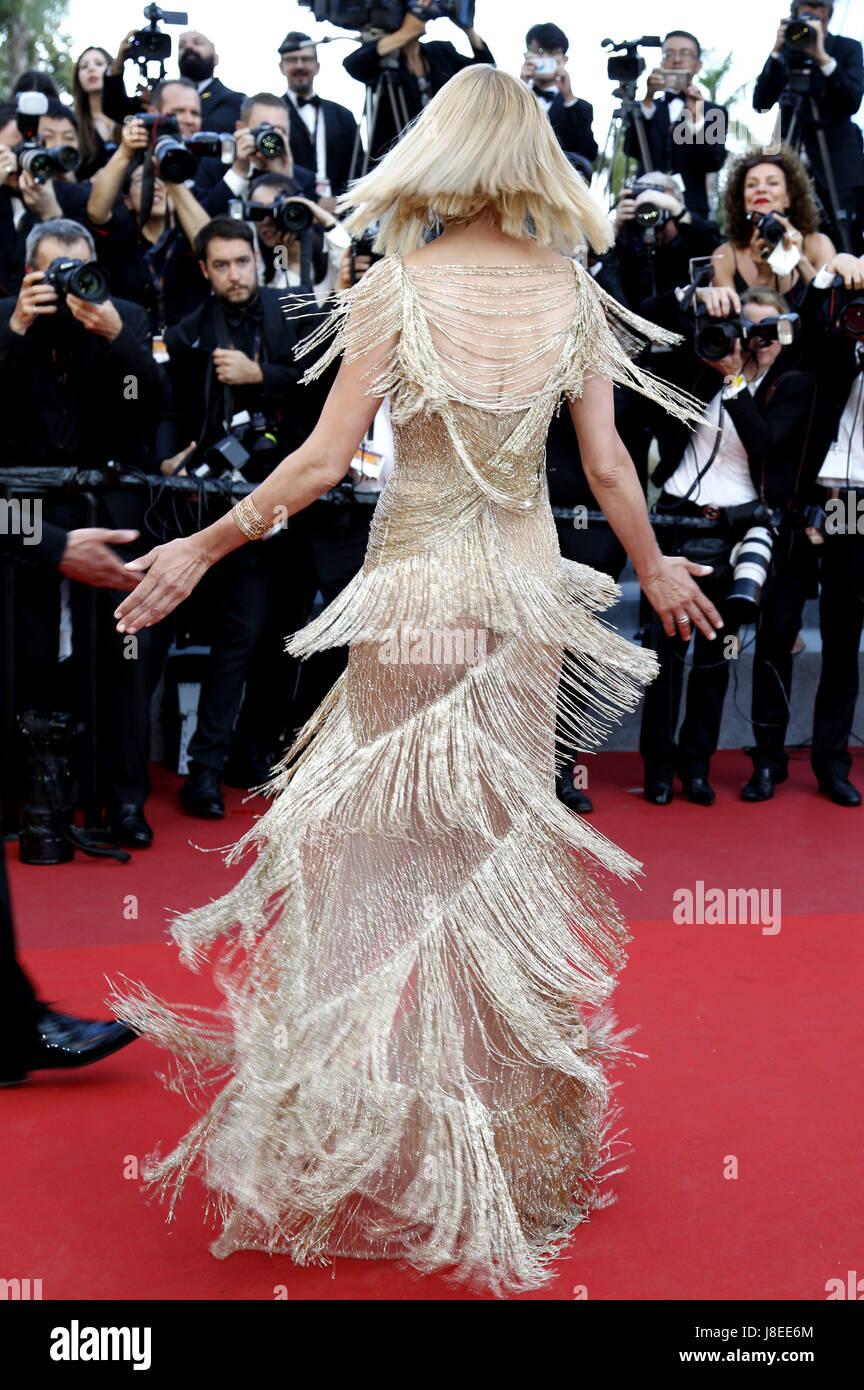 Cannes, Frankreich. 28 Maggio, 2017. Uma Thurman che frequentano la chiusura notturna del settantesimo Cannes Film Foto Stock