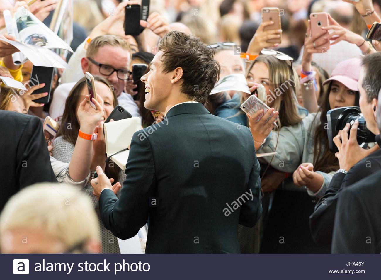 London, Londra, Regno Unito. 13 Luglio, 2017. Harry stili di gruppo pop una Direzione assiste il mondo di Dunkirk Immagini Stock