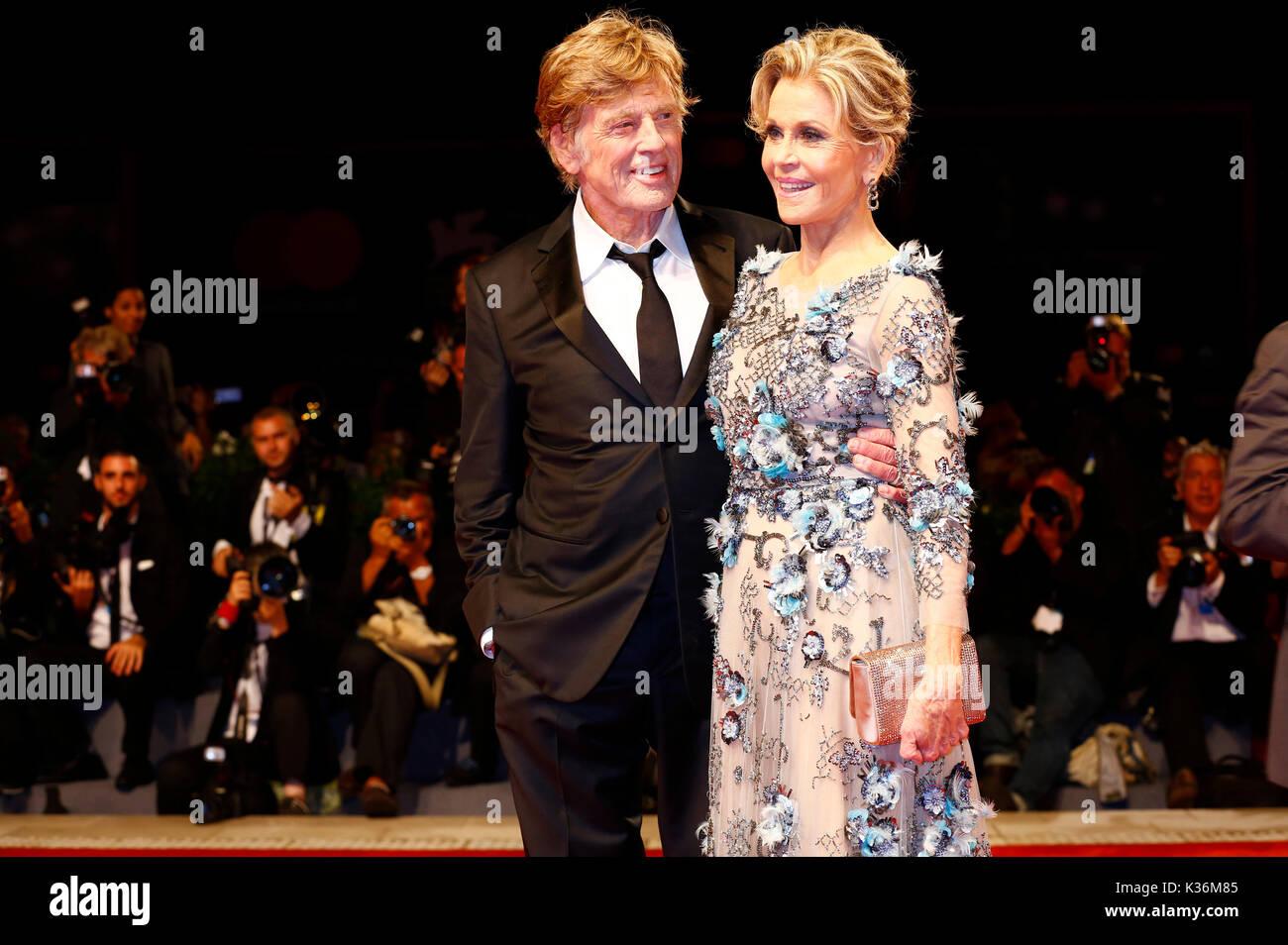 Robert Redford e Jane Fonda frequentando il 'le nostre anime di notte' premiere al 74a venice international Immagini Stock