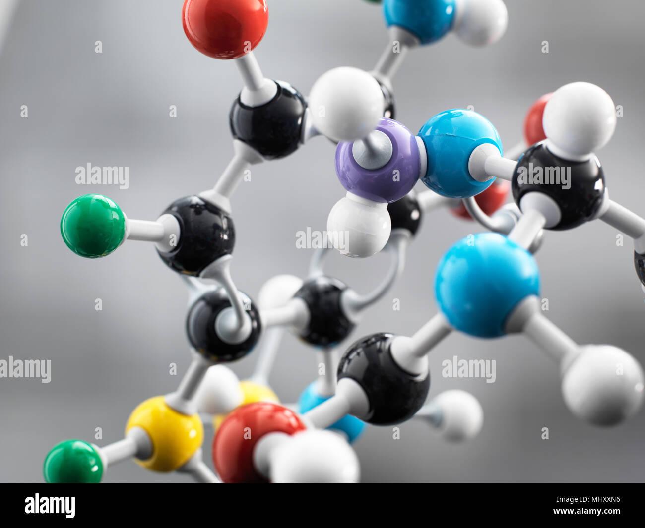 Ancora la vita di una sfera e stick modello illustrante una formula chimica utilizzata per la ricerca Immagini Stock