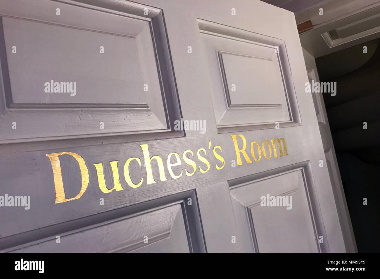 GoTonysmith,@HotpixUK,door,Duchess,Duchess