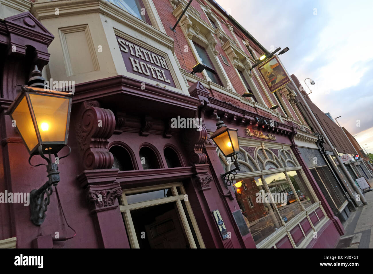 GoTonysmith,@HotpixUK,Trafford,Cheshire,town,centre,shopping,retail,evening,lamp,lamps,sign,Manchester,North
