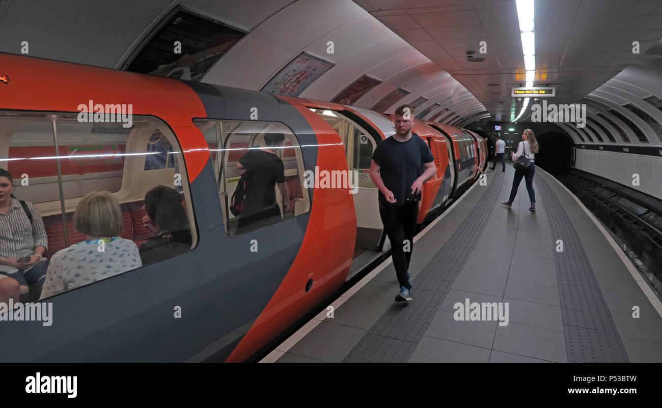GoTonySmith,@HotpixUK,subway,railway,train,transport,passenger,passengers,orange,rolling