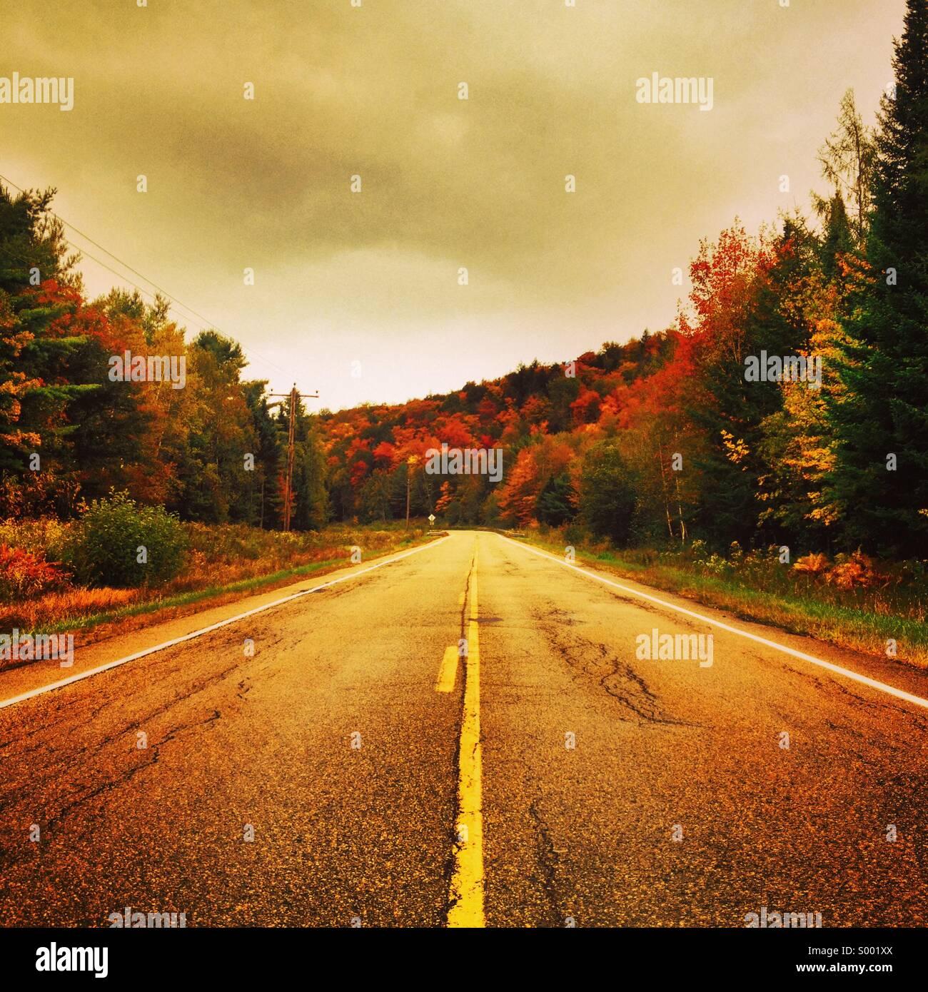 Strada solitaria, Maine, Stati Uniti d'America Immagini Stock