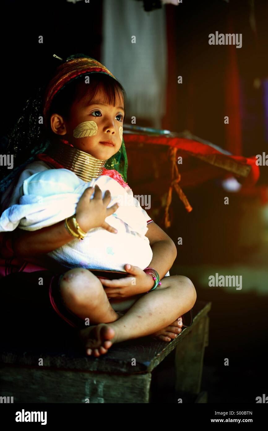 Karen lungo collo Hill tribe village,Chiang Mai Thailandia. Immagini Stock