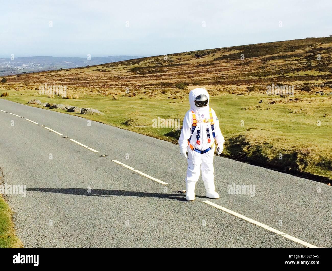 Astronauta in strada Immagini Stock