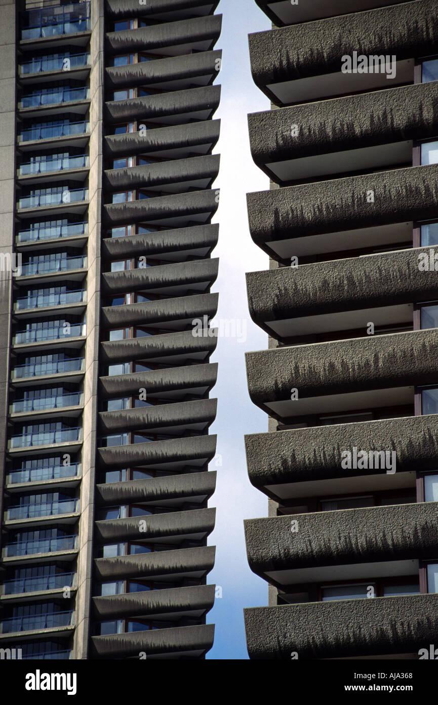 Blocos altos no Complexo Barbican London Inglaterra: Arquitetura 1982 Brutalist Imagens de Stock