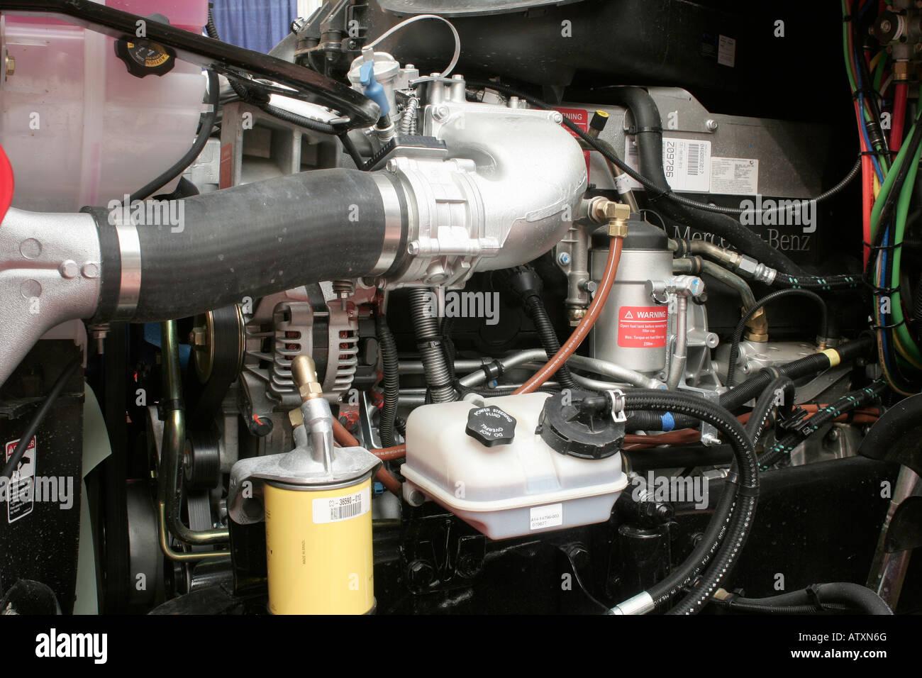 Mercedes Benz Motor Diesel Em Um Novo Caminhão Americano
