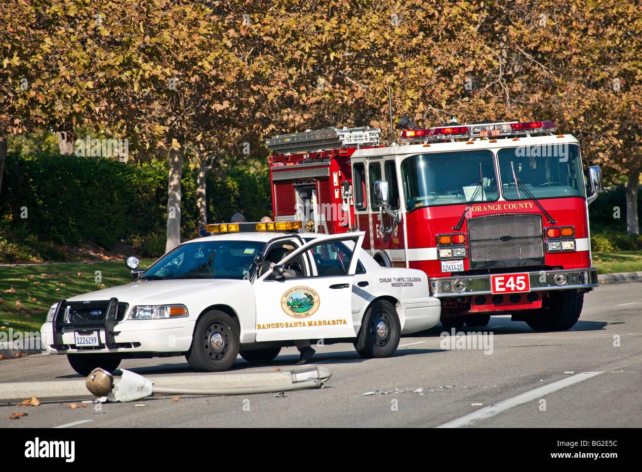 Mulher A Condução Toyota Camry Correu Em Apontá U0026 Então Em Uma Bomba De  Irrigação Em Rancho Santa Margarita, Caminhão De Incêndio CA. © Myrleen  Pearson