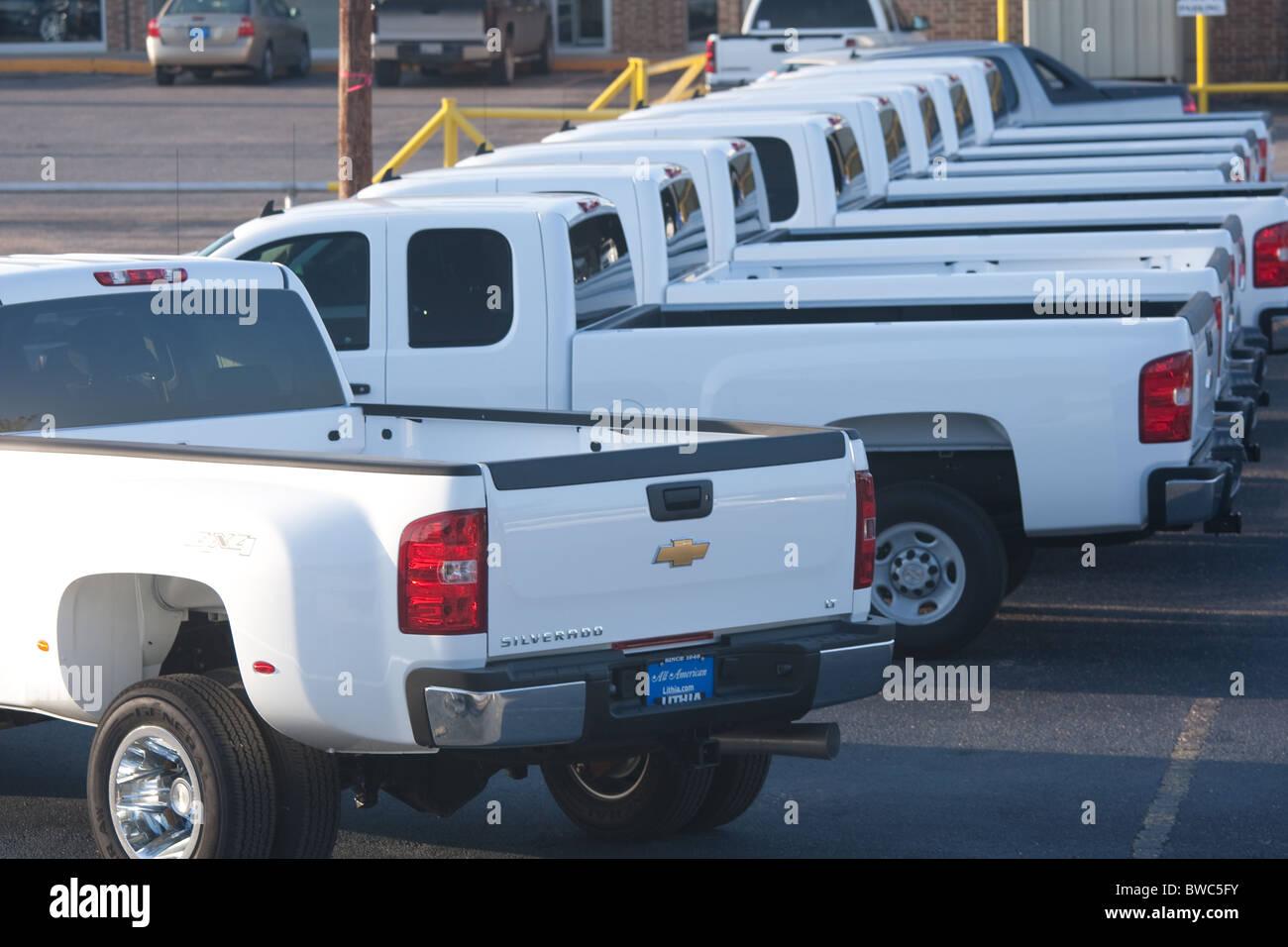 Superb Novo Livro Branco Picapes Sobre Chevrolet Lote Do Concessionário Em San  Angelo, Texas