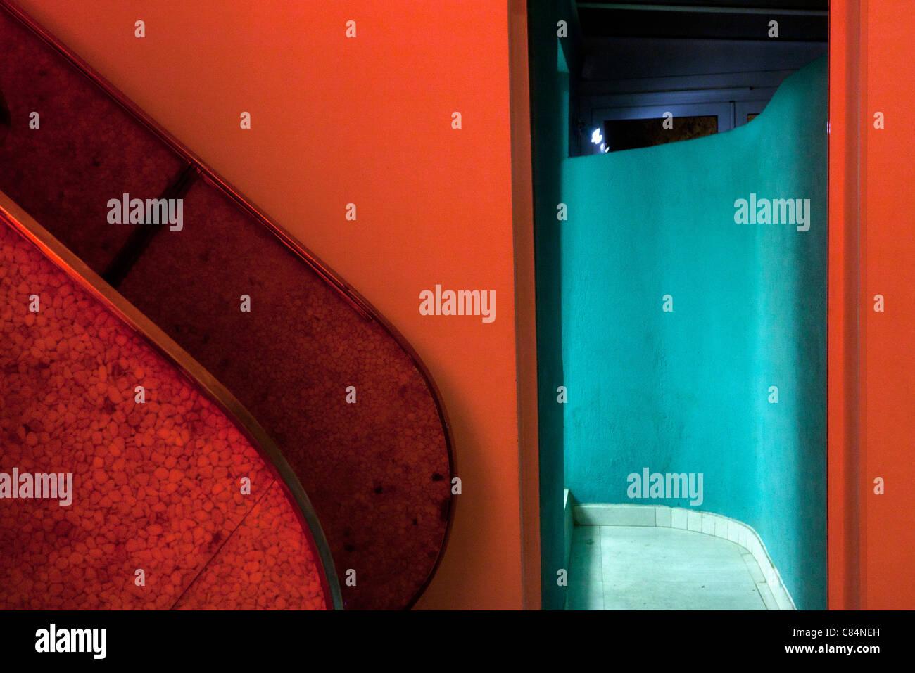 Vermelho e azul-turquesa interior Imagens de Stock