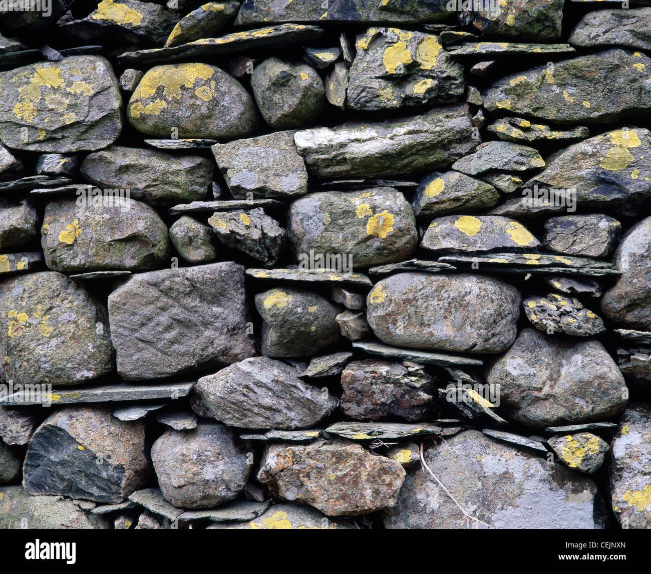 Parede Drystone close-up. Newlands valley, Cumbria, Inglaterra, Reino Unido. No parque nacional Lake District. Imagens de Stock