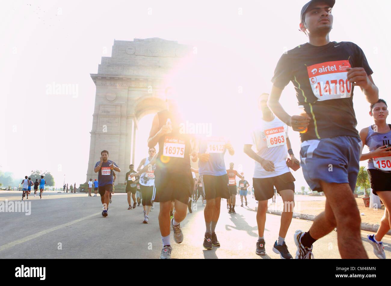 Set 30, 2012 - Nova Deli, Índia - Nova Délhi residentes participar na Meia Maratona de Nova Deli como Imagens de Stock