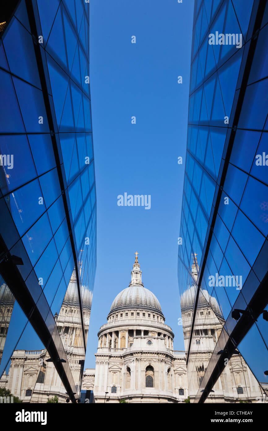 Inglaterra, Londres, a cidade e a Catedral de São Paulo Imagens de Stock