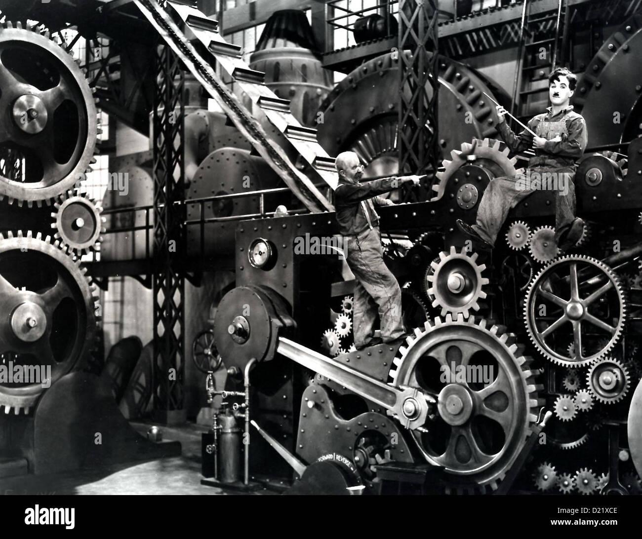 Moderne Zeiten Serve Pequenos Tempos Modernos Charles Chaplin No Trabalho  Geraet Seinem Charlie Charles Chaplin, (r) Ins Raederwerk Der Modernen