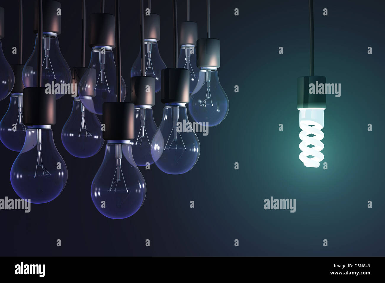 Lâmpada economizadora de energia entre a lâmpada de cinza Imagens de Stock