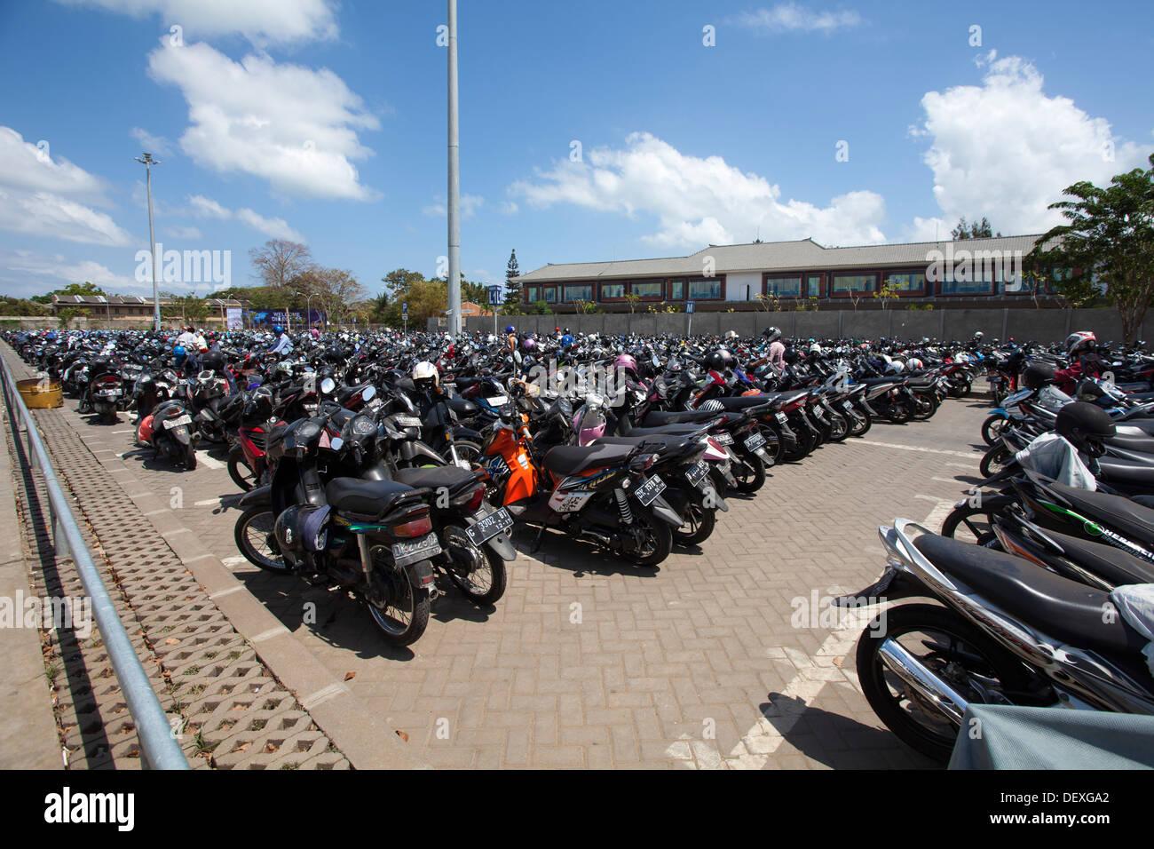 Aeroporto Bali : Motos aeroporto ngurah rai denpasar bali indonésia espaço de