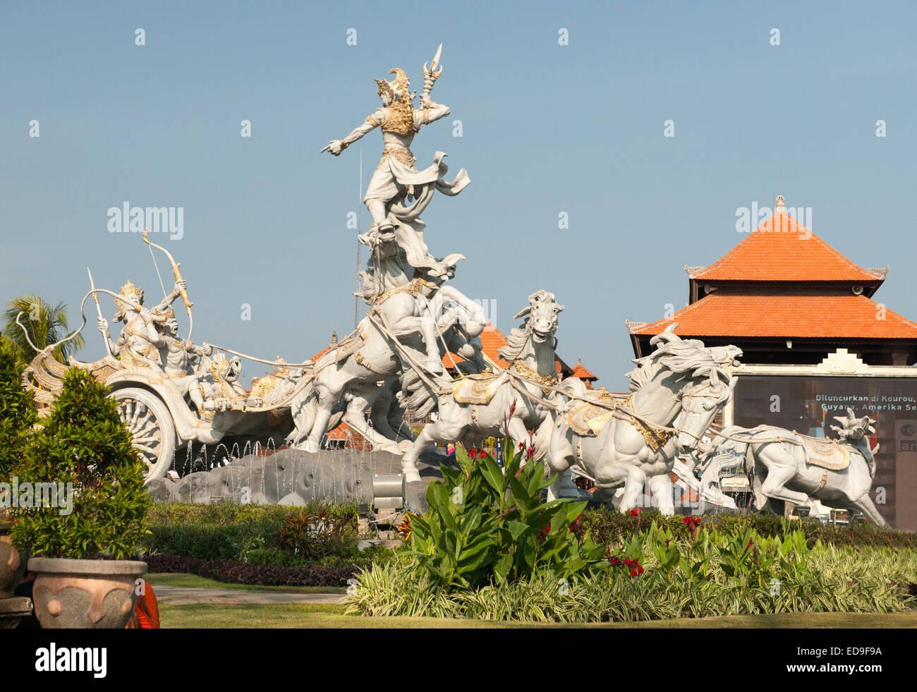 Aeroporto Bali : O flying knight escultura na entrada para o aeroporto de bali na
