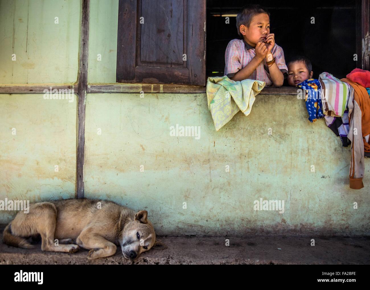 Filhos de Mianmar. (Estado de Shan, Mianmar, a Birmânia) Foto de Stock