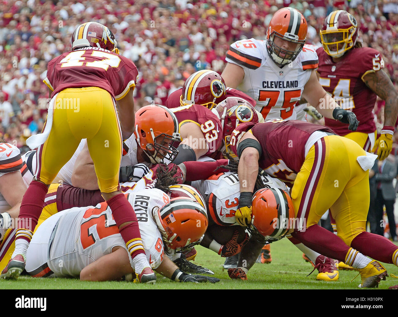 Landover, Maryland, EUA. 02.12.2003 Oct, 2016. Cleveland Browns volta correndo Crowell Isaías (34) escores Imagens de Stock