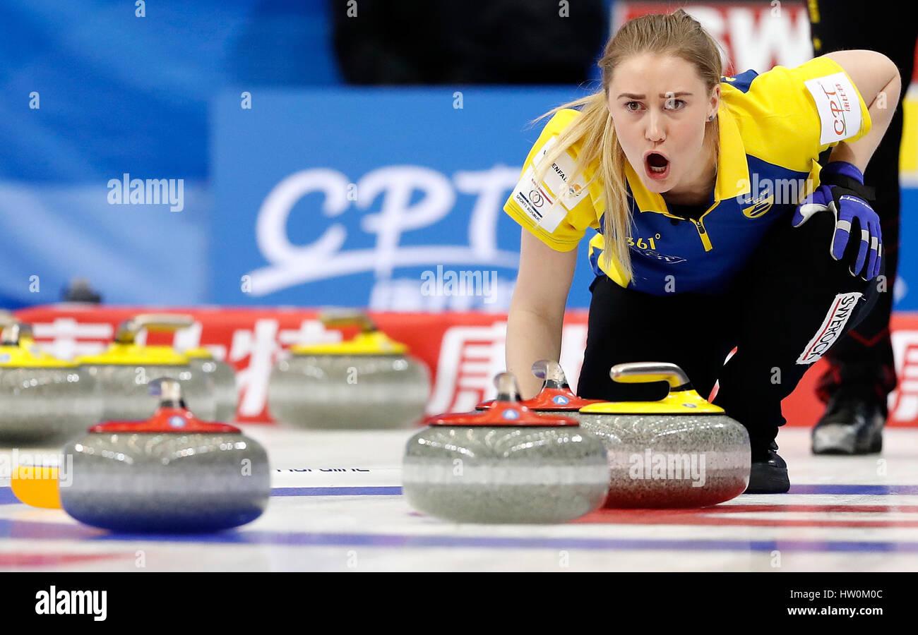 Pequim, China. Xxiii Mar, 2017. Sara McManus da Suécia reage durante o Campeonato Mundial de Mulheres Curling Imagens de Stock